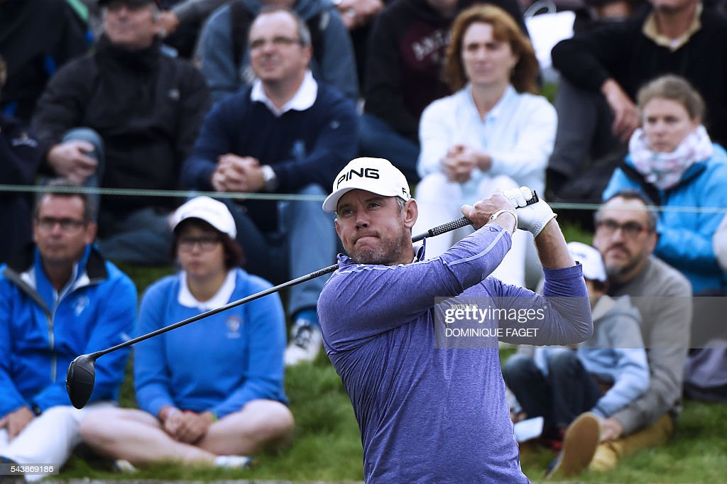 England's Lee Westwood plays off the 1st tee during the first round of the 100th French Golf Open on July 30, 2016 at Le Golf National in Guyancourt, near Paris. / AFP / DOMINIQUE