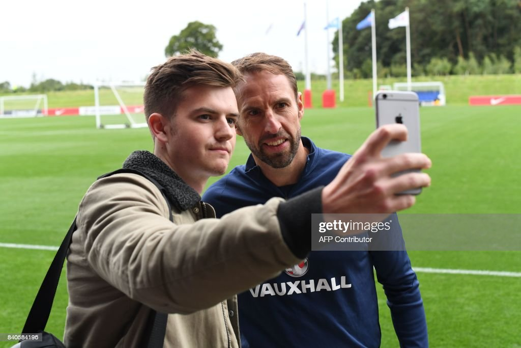England's manager Gareth Southgate poses for a 'selfie' photograph following a training session at St George's Park in Burton-on-Trent on August 29, 2017, as part of an England football team media day ahead of their 2018 FIFA World Cup qualifier matches against Malta on September 1 and Slovakia on September 4. / AFP PHOTO / Paul ELLIS / NOT