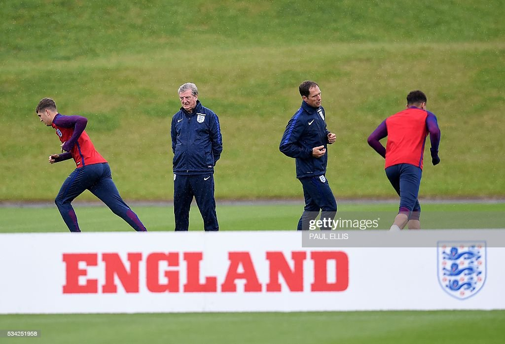 England's manager Roy Hodgson (2nd L) is pictured during a team training session at the City Football Academy in Manchester, north-west England, on May 25, 2016. England are set to play Australia in a friendly international football match in Sunderland on May 27, 2016. / AFP / PAUL