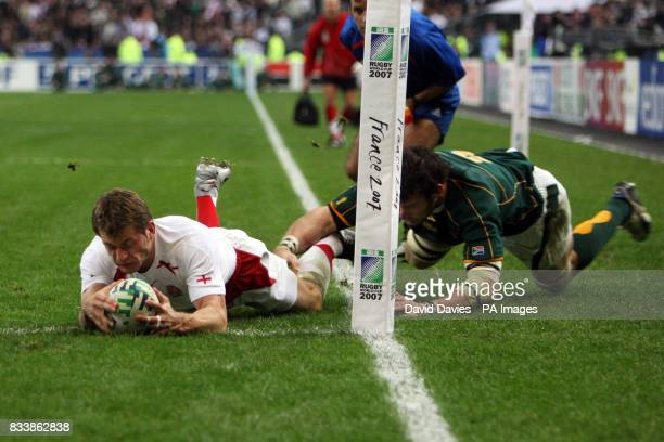 England's Mark Cueto scores a try which is not given by the referee