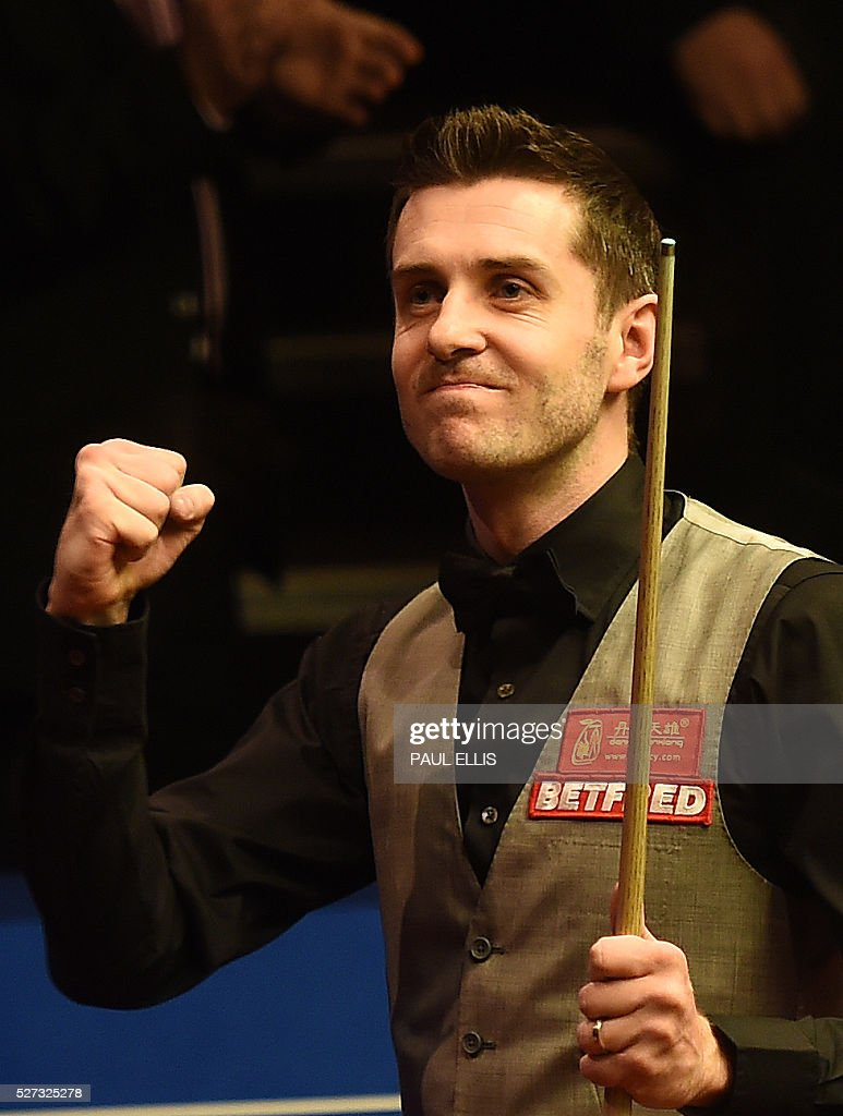 England's Mark Selby celerbates winning the final of the World Snooker Championship at the Crucible theatre in Sheffield, northern England, on May 2, 2016. / AFP / PAUL