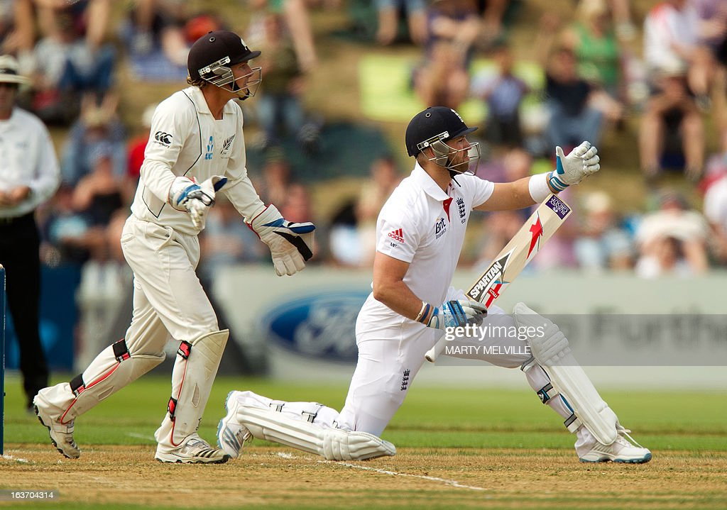 England's Matt Prior (R) and New Zealand wicketkeeper BJ Watling (L) appeal to the umpire for different reasons during day two of the second international cricket Test match between New Zealand and England at the Basin Reserve in Wellington on March 15, 2013. AFP PHOTO / Marty MELVILLE
