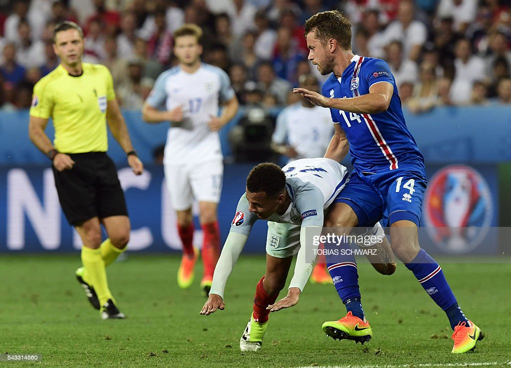 England's midfielder Dele Alli (L) vies for the ball against Iceland's defender Kari Arnason during Euro 2016 round of 16 football match between England and Iceland at the Allianz Riviera stadium in Nice on June 27, 2016. / AFP / TOBIAS