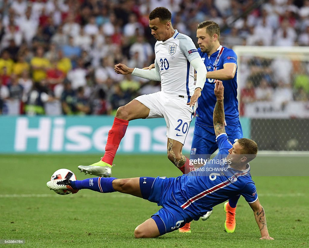 England's midfielder Dele Alli (top L) vies for the ball against Iceland's defender Ragnar Sigurdsson (bottom) during Euro 2016 round of 16 football match between England and Iceland at the Allianz Riviera stadium in Nice on June 27, 2016. / AFP / TOBIAS