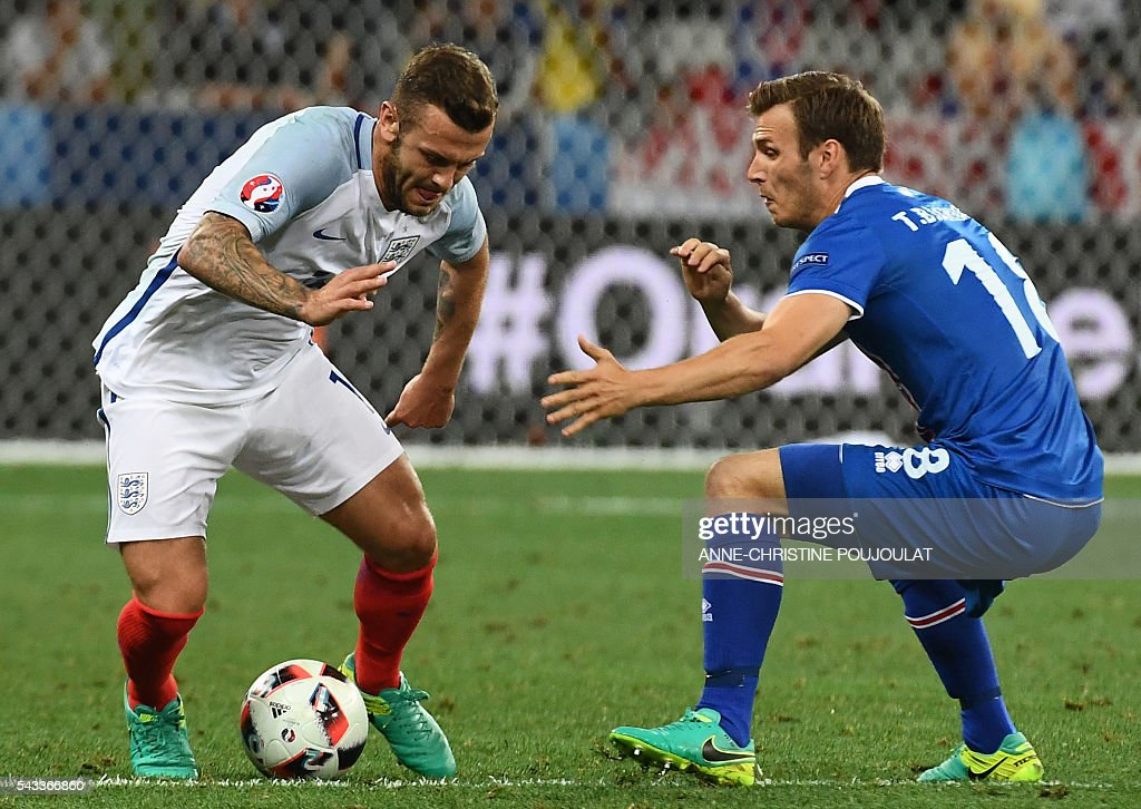 England's midfielder Jack Wilshere (L) and Iceland's midfielder Theodor Bjarnason vie for the ball during Euro 2016 round of 16 football match between England and Iceland at the Allianz Riviera stadium in Nice on June 27, 2016. / AFP / ANNE