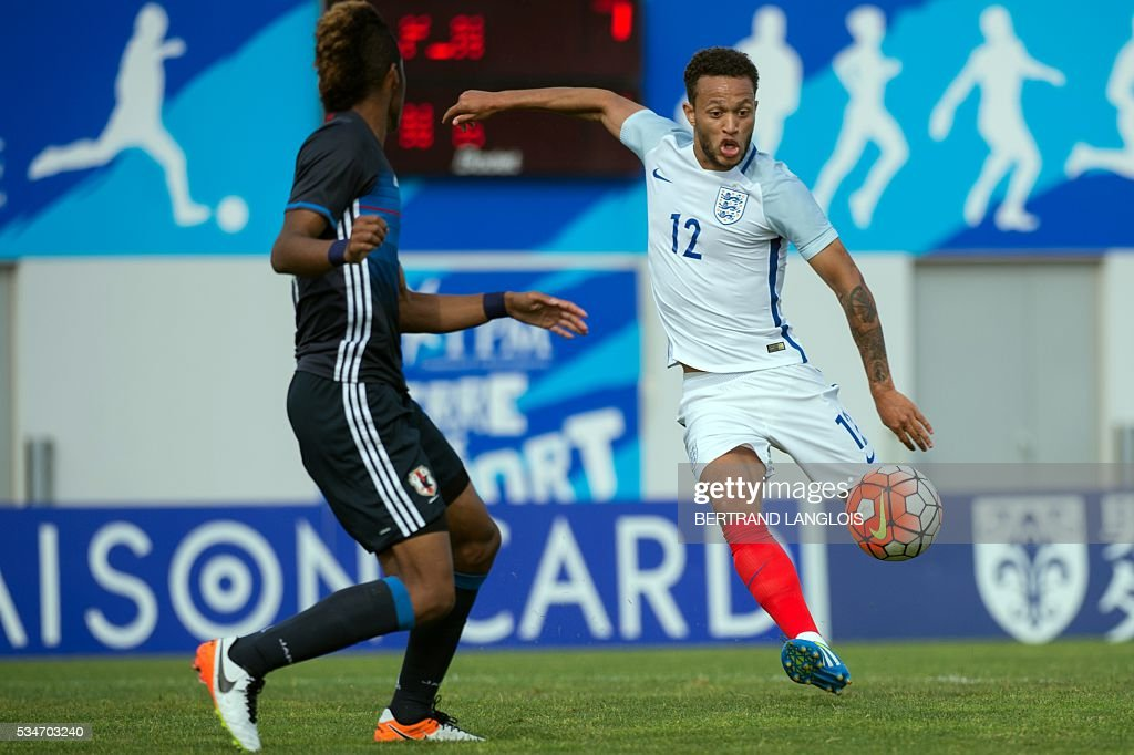 England's midfielder Lewis Baker (R) vies with Japan's forward Ado Onaiwu during the 'Festival International Espoirs' Under 21 football match at the Leo-Lagrange stadium in Toulon, southern France, on May 27, 2016. / AFP / BERTRAND