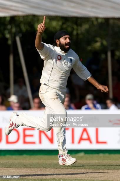 England's Monty Panesar celebrates dismissing Sri Lanka's Dilhara Fernando