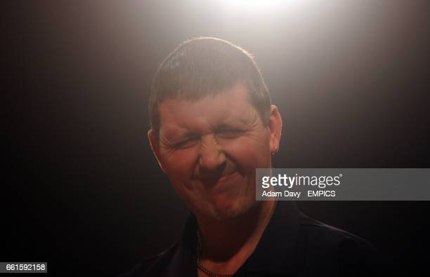 England's Paul Hogan rues losing the first set against Holland's Jelle Klaasen
