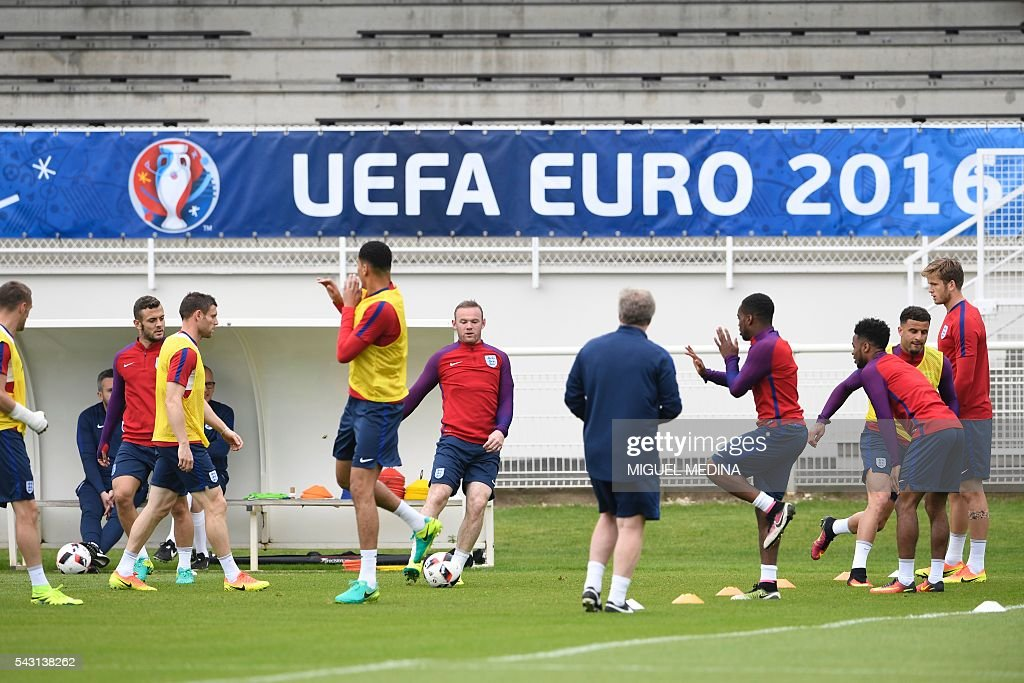 England's players attend a training session at the Bourgogne stadium in Chantilly on June 26, 2016, during the Euro 2016 football tournament. / AFP / MIGUEL