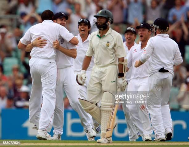 England's players celebrate after Steve Harmison bowls South Africa's Hashim Amla