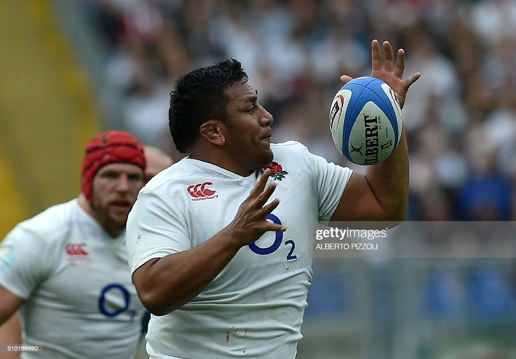 England's prop Mako Vunipola catches the ball during the Six Nations international rugby union match between Italy and England on February 14, 2016 at the Olympic stadium in Rome. / AFP / ALBERTO PIZZOLI
