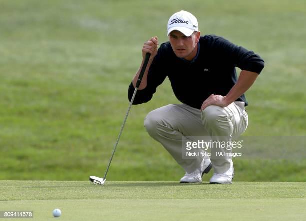 England's Robert Dinwiddie lines up a putt