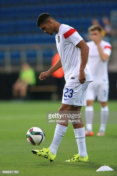England's Ruben LoftusCheek during the warm up