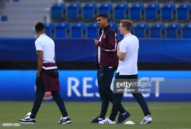England's Ruben LoftusCheek on the pitch with teammates before the match