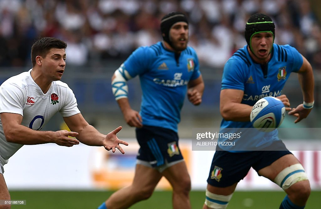 England's scrum-half Ben Youngs (L) receives the ball during the Six Nations international rugby union match between Italy and England on February 14, 2016 at the Olympic stadium in Rome. / AFP / ALBERTO PIZZOLI