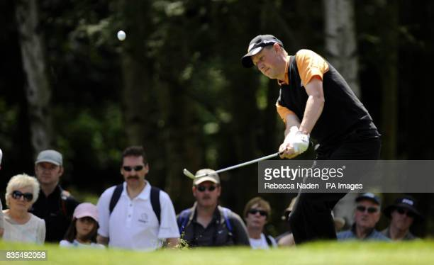 England's Simon Wakefield chips to the 1st green during Round 3 of the BMW PGA Championship at Wentworth Golf Club Surrey
