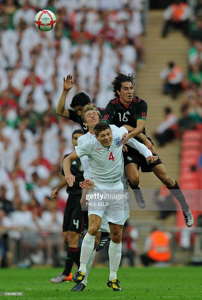 England's Steven Gerrard (2nd R), and Peter Crouch (2nd L) clash with Mexico's Efrain Juarez (R) and Mexico's Ricardo Osorio during their international friendly football match at Wembley Stadium in London on May 24, 2010 AFP PHOTO/Paul Ellis