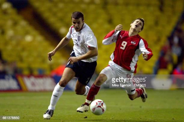 England's Steven Taylor and Austria's Zlatko Junuzovic battle for the ball