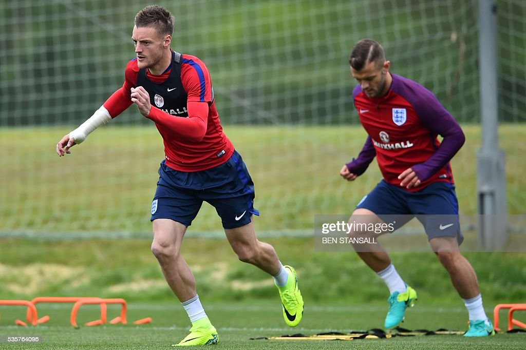 England's striker Jamie Vardy (L) attends a team training session in Watford, north of London, on May 30, 2016. England play against Portugal in a friendly match at London's Wembley Stadium on Thursday June 2, 2016. / AFP / BEN