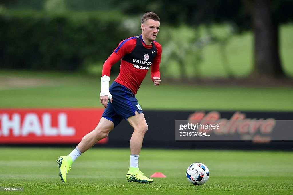 England's striker Jamie Vardy takes part in a team training session in Watford, north of London, on May 30, 2016. England play against Portugal in a friendly match at London's Wembley Stadium on Thursday June 2, 2016. / AFP / BEN