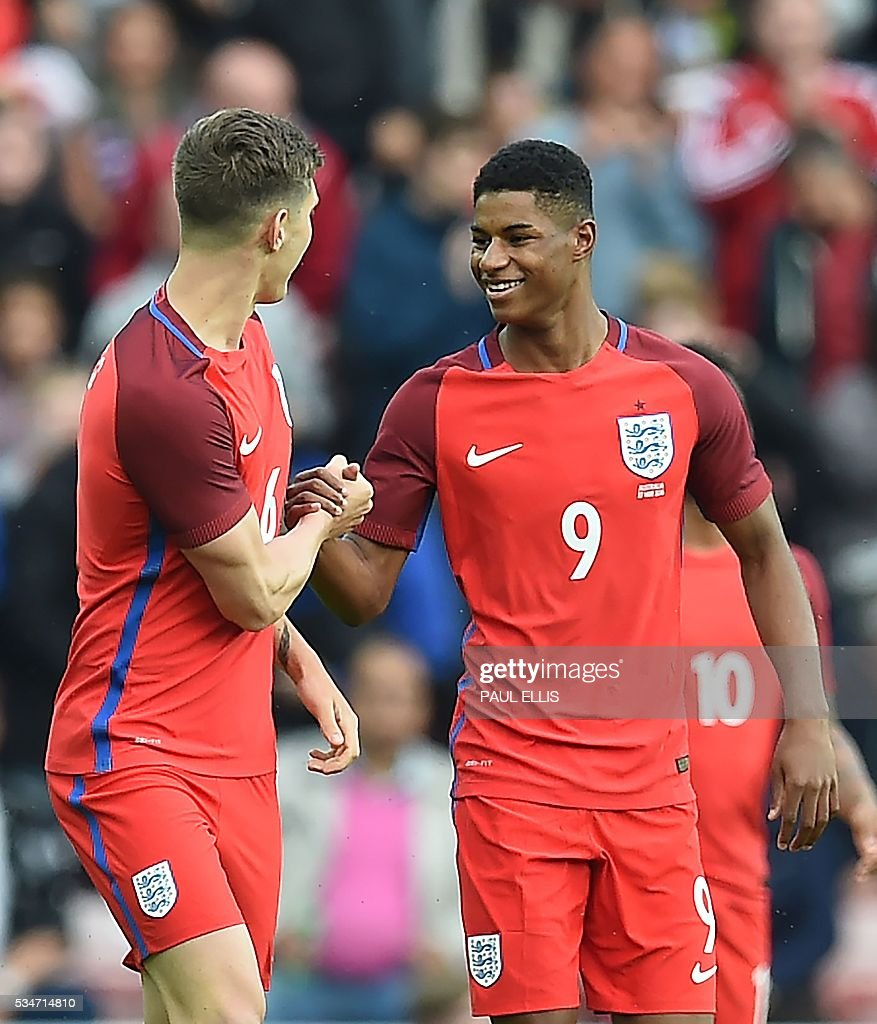 England's striker Marcus Rashford (R) celebrates after scoring his team's first goal during the International friendly football match between England and Australia at the Stadium of Light in Sunderland, north east England, on May 27, 2016. / AFP / PAUL
