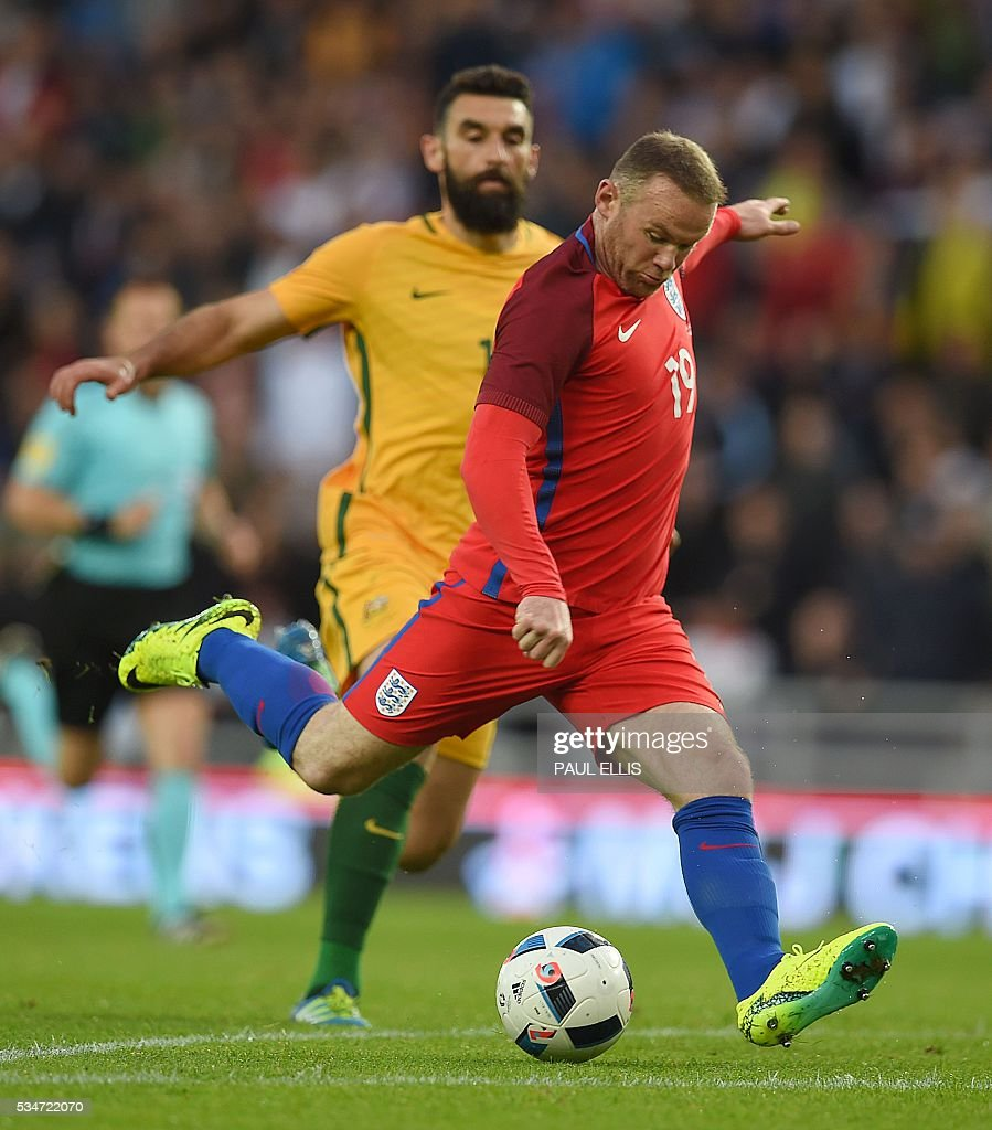 England's striker Wayne Rooney (R) scores his team's second goal during the friendly football match between England and Australia at the Stadium of Light in Sunderland, north east England, on May 27, 2016. / AFP / PAUL