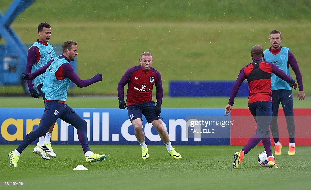 England's striker Wayne Rooney (3rd L) takes part in a team training session at the City Football Academy in Manchester, north-west England, on May 25, 2016. England are set to play Australia in a friendly international football match in Sunderland on May 27, 2016. / AFP / PAUL