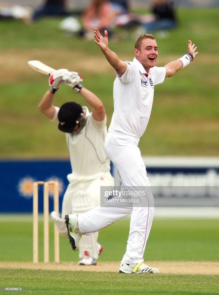 England's Stuart Broad (R) appeals for a LBW decision on New Zealand's Neil Broom on the last day of the four day warm-up international cricket match between New Zealand XI and England in Queenstown on March 2, 2013. AFP PHOTO / Marty MELVILLE