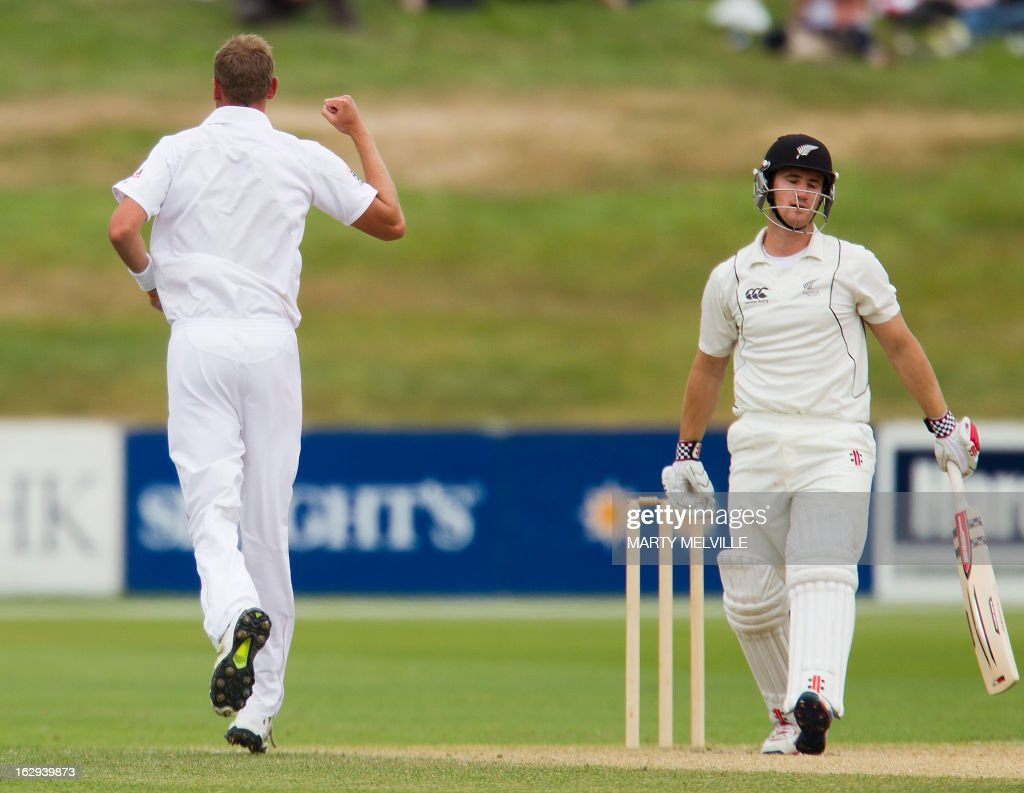England's Stuart Broad (L) celebrates as New Zealand's Neil Broom gets caught with LBW on the last day of the four day warm-up international cricket match between New Zealand XI and England in Queenstown on March 2, 2013. AFP PHOTO / Marty MELVILLE