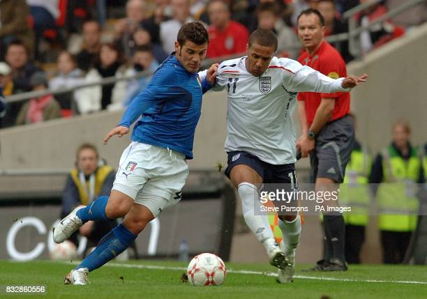 England's Wayne Routledge and Italy's Antonio Nocerino battle for the ball