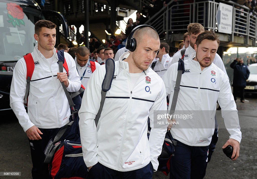 England's wing Mike Brown (C) arrives with the rest of the team ahead of the Six Nations international rugby union match between Scotland and England at Murrayfield in Edinburgh, Scotland on Febuary 6, 2016. / AFP / NEIL HANNA