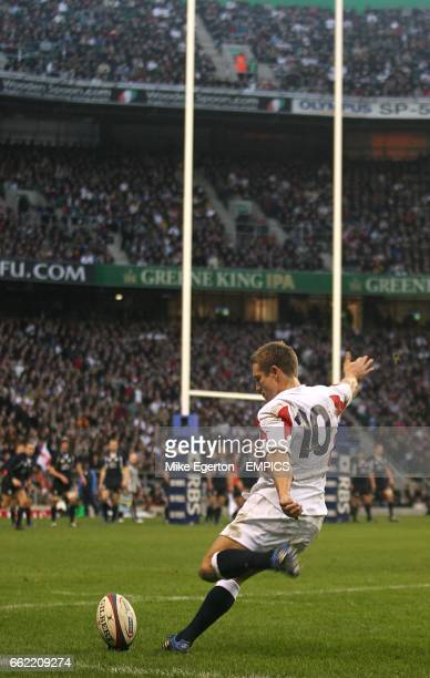 Englands's Jonny Wilkinson kicks for the posts