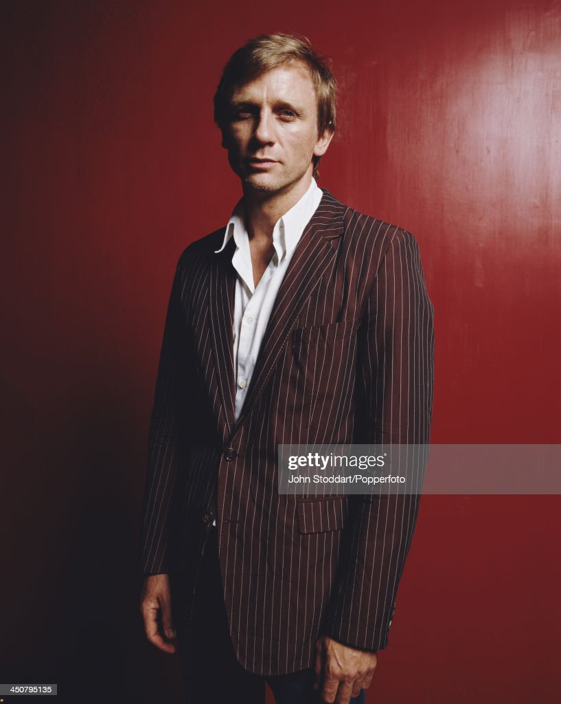 English actor <a gi-track='captionPersonalityLinkClicked' href=/galleries/search?phrase=Daniel+Craig+-+Actor&family=editorial&specificpeople=12323550 ng-click='$event.stopPropagation()'>Daniel Craig</a>, 2002.
