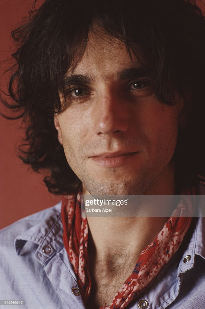 English actor <a gi-track='captionPersonalityLinkClicked' href=/galleries/search?phrase=Daniel+Day-Lewis&family=editorial&specificpeople=211475 ng-click='$event.stopPropagation()'>Daniel Day-Lewis</a>, New York City, 29th October 1989.