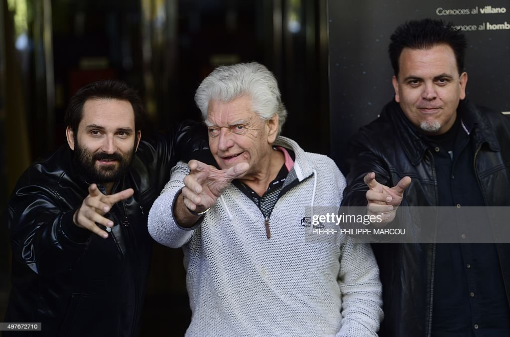 English actor <a gi-track='captionPersonalityLinkClicked' href=/galleries/search?phrase=David+Prowse+-+Attore&family=editorial&specificpeople=15208320 ng-click='$event.stopPropagation()'>David Prowse</a> (C) pose surrounded by Spanish directors Marcos Cabota (L) and Toni Bestard (R) during the presentation their film 'I Am Your Father' in Madrid on November 18, 2015. Prowse played Darth Vader in the first 'Star Wars' trilogy.