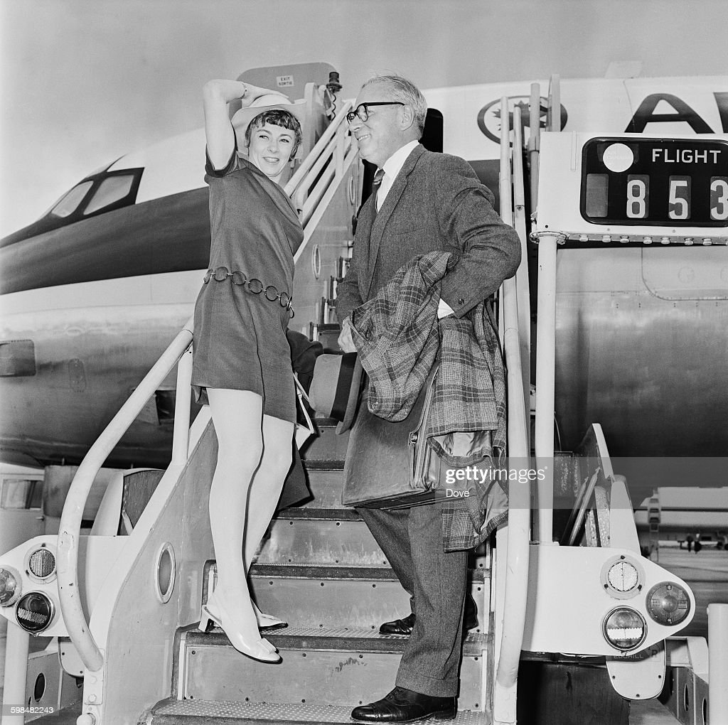 English actor Laurence Olivier (1907 - 1989) boards an aircraft with actress Geraldine McEwan (1932 - 2015), UK, 30th September 1967.