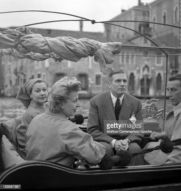 English actor Laurence Olivier with his wife Vivien Leigh and the couts of Modrone sitting on a gondola on the Canal Grande Venice 1957