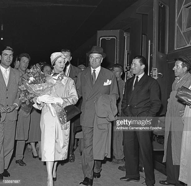 English actor Laurence Olivier with his wife Vivien Leigh portrayed while arriving in Venice with the train 1957