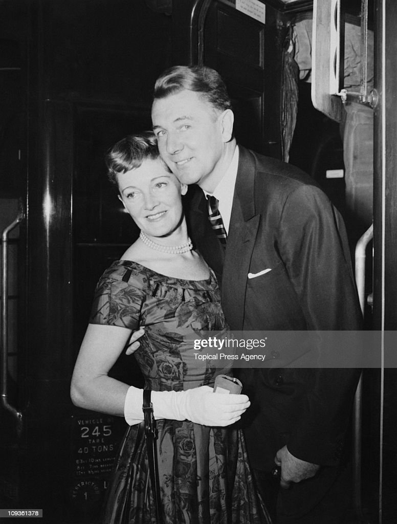 English actor Michael Redgrave (1908 - 1985) bids goodbye to his wife, actress Rachel Kempson (1910 - 2003) at Waterloo Station in London, before leaving for America on the 'Queen Elizabeth' boat train, 8th September 1955.