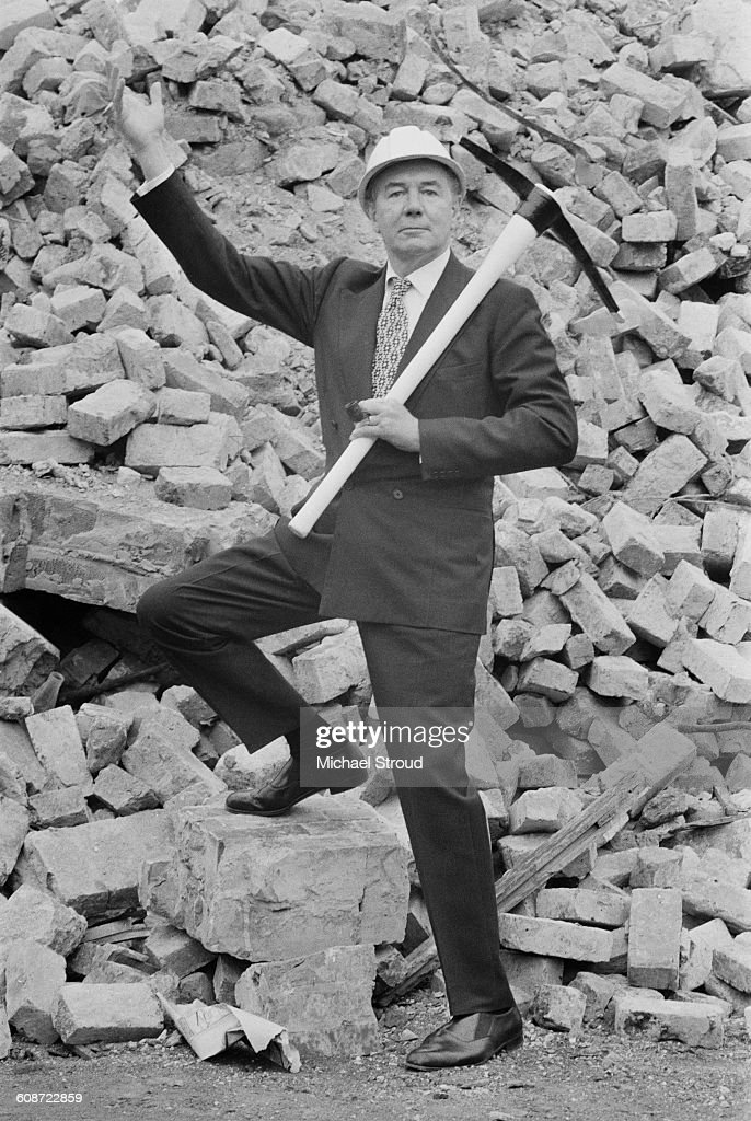 English actor Sir Michael Redgrave (1908 - 1985) inaugurates the construction of the Redgrave Theatre in Farnham, Surrey, UK, 24th September 1971.