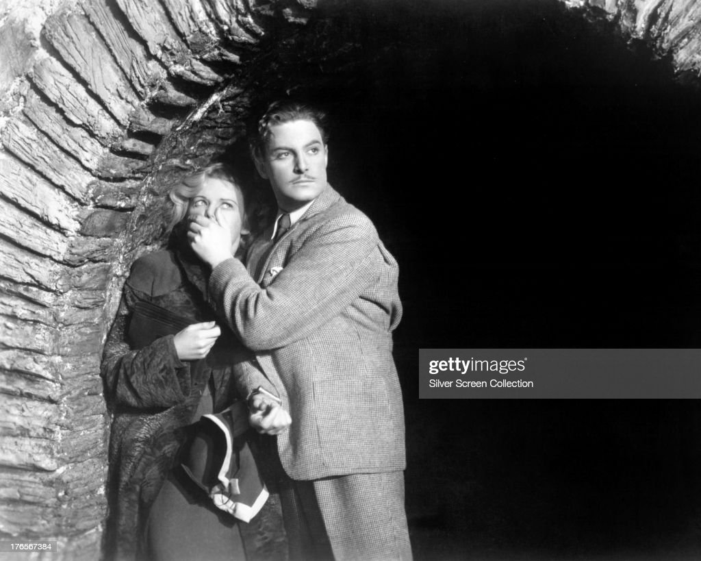 English actors <a gi-track='captionPersonalityLinkClicked' href=/galleries/search?phrase=Robert+Donat&family=editorial&specificpeople=210842 ng-click='$event.stopPropagation()'>Robert Donat</a> (1905 - 1958), as Richard Hannay, and <a gi-track='captionPersonalityLinkClicked' href=/galleries/search?phrase=Madeleine+Carroll&family=editorial&specificpeople=216347 ng-click='$event.stopPropagation()'>Madeleine Carroll</a> (1906 - 1987) as Pamela in 'The 39 Steps', directed by Alfred Hitchcock, 1935.
