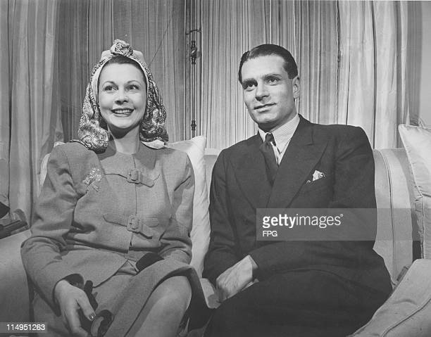 English actors Vivien Leigh and her husband Laurence Olivier in their hotel room after arriving in the USA May 1946