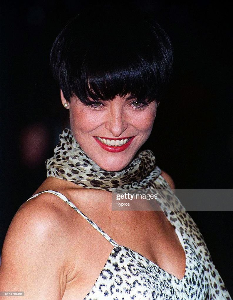 English actress <a gi-track='captionPersonalityLinkClicked' href=/galleries/search?phrase=Amanda+Donohoe&family=editorial&specificpeople=209046 ng-click='$event.stopPropagation()'>Amanda Donohoe</a>, circa 1993.