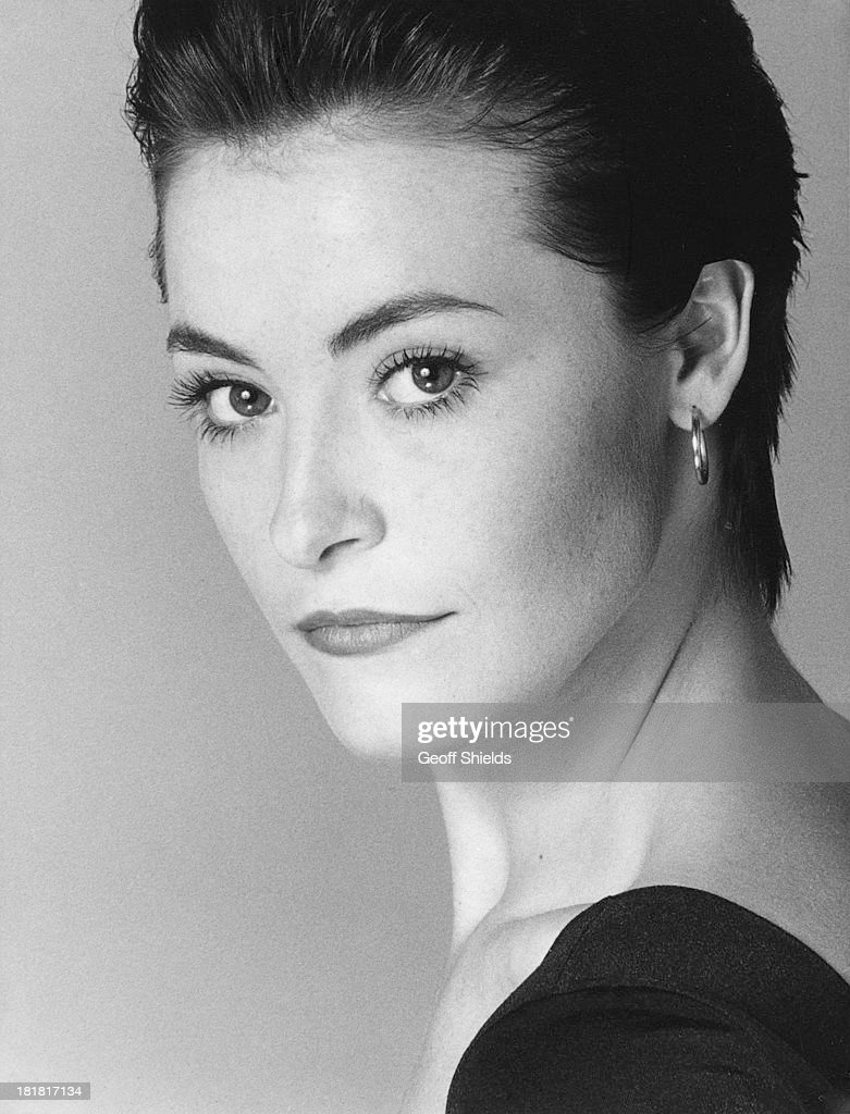 English actress <a gi-track='captionPersonalityLinkClicked' href=/galleries/search?phrase=Amanda+Donohoe&family=editorial&specificpeople=209046 ng-click='$event.stopPropagation()'>Amanda Donohoe</a>, London, 1988.