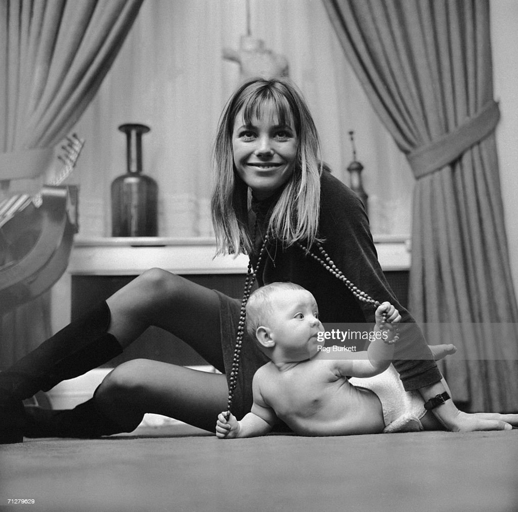 English actress and singer <a gi-track='captionPersonalityLinkClicked' href=/galleries/search?phrase=Jane+Birkin&family=editorial&specificpeople=159385 ng-click='$event.stopPropagation()'>Jane Birkin</a> with 7-month-old Kate Barry, her daughter by composer John Barry, 9th November 1967.
