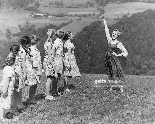 English actress and singer Julie Andrews as the young nun Maria teaching the von Trapp children to sing in the musical film 'The Sound of Music' 1965