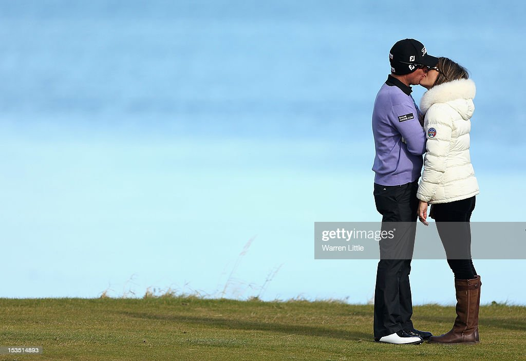 English actress Elizabeth Hurley kisses her fiance and Australian Cricket star Shane Warne during the third round of The Alfred Dunhill Links Championship at The Old Course on October 6, 2012 in St Andrews, Scotland.
