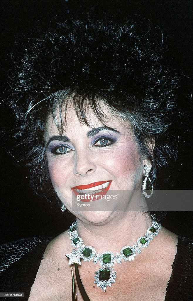 English actress <a gi-track='captionPersonalityLinkClicked' href=/galleries/search?phrase=Elizabeth+Taylor&family=editorial&specificpeople=69995 ng-click='$event.stopPropagation()'>Elizabeth Taylor</a> (1932 - 2011) wearing her emerald and diamond Bulgari necklace, circa 1986.