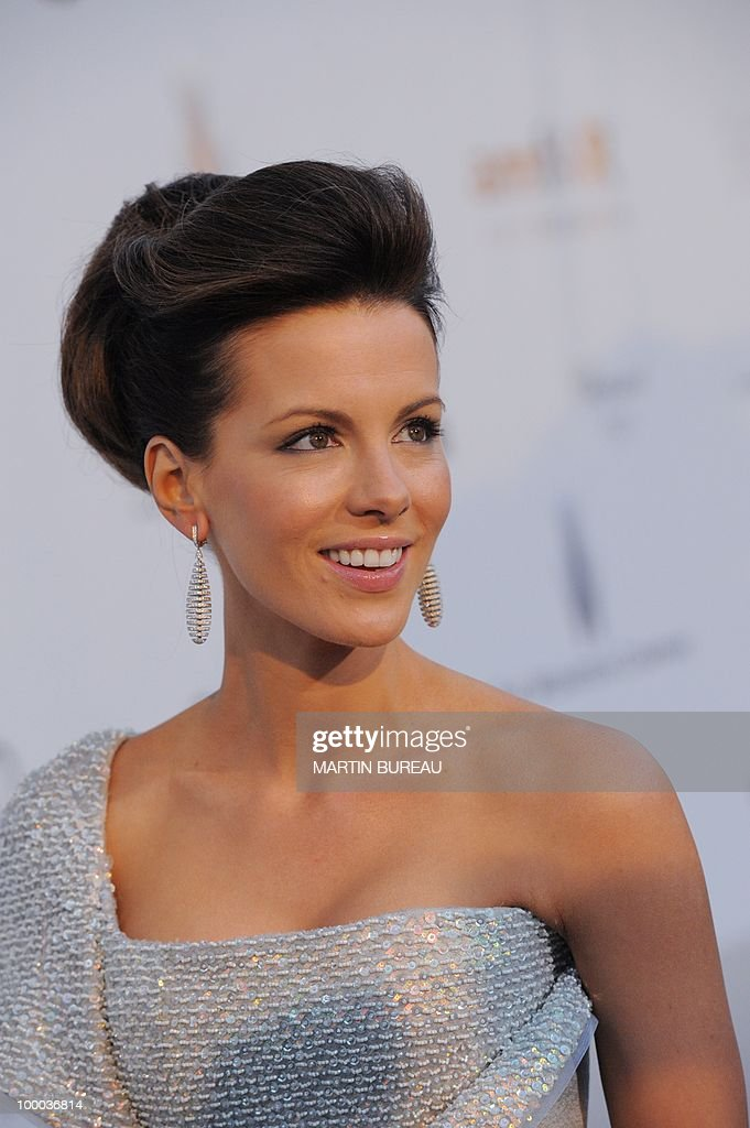 English actress Kate Beckinsale poses while arriving to attend the 2010 amfAR's Cinema Against Aids on May 20, 2010 in Antibes, southeastern France.