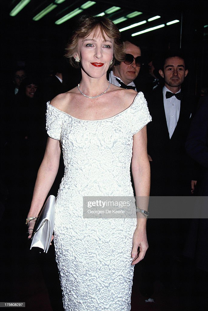 English actress <a gi-track='captionPersonalityLinkClicked' href=/galleries/search?phrase=Patricia+Hodge&family=editorial&specificpeople=228366 ng-click='$event.stopPropagation()'>Patricia Hodge</a> in 1990 ca. in London, England.